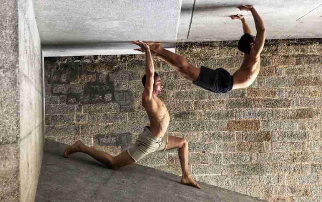 ALEXEI GERONIMO - Yoga Teacher Asana at Home